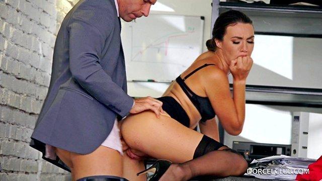 Порно С Секретаршей С Русским Переводом Бесплатно