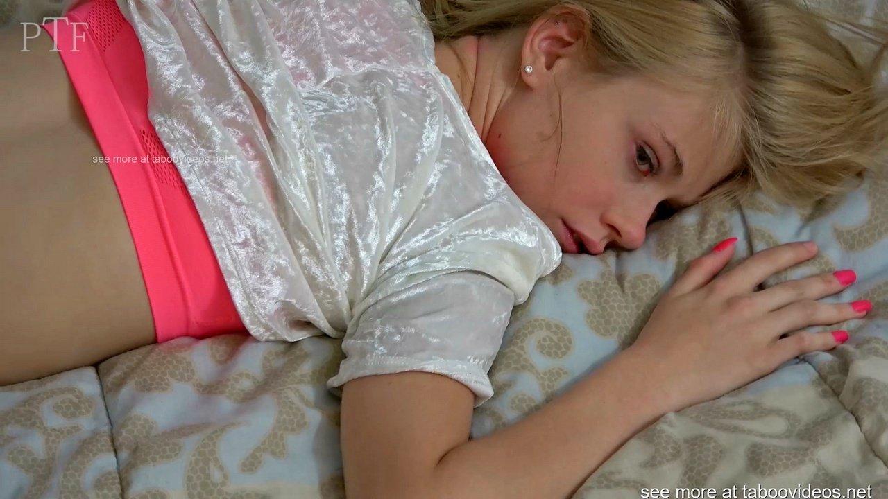 Прилежная девушка вынуждена жестко отдаваться мужику на кровати порно видео БоссПорно