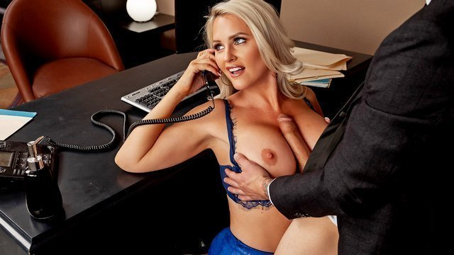 Секретарша балдеет от фут-фетиша и чпокается с шефом
