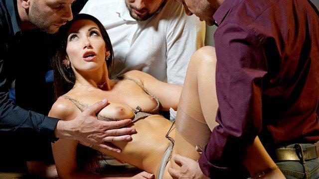 Дико татуированные девушки в сексе с грубыми любовниками
